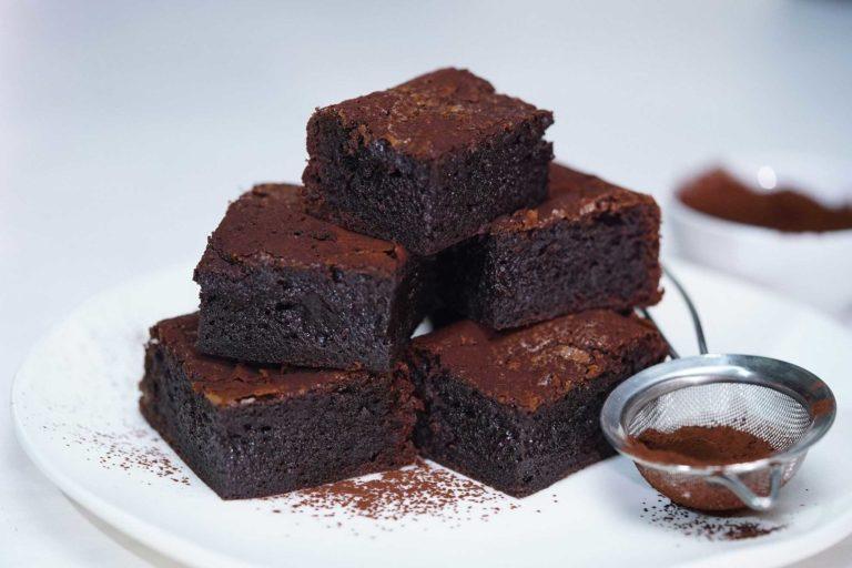 Ciasta na urodziny to nie tylko sernik i szarlotka. Przepis brownie kwestia smaku – dzięki niemu zaskoczymy swoich gości