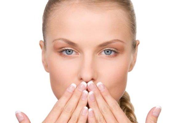 Skąd się bierze metaliczny posmak w ustach?