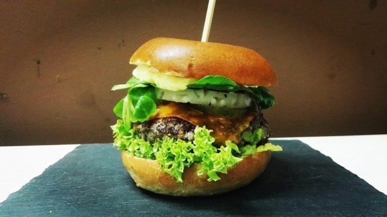 Najlepsze burgery w Warszawie – aż ślinka leci