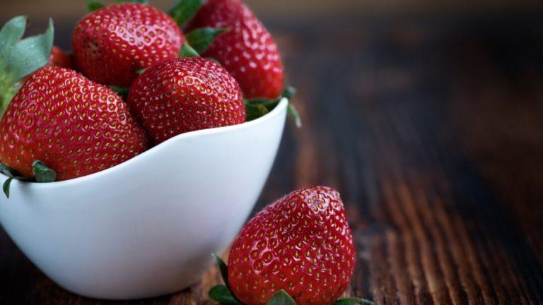 Czy wiesz skąd się biorą muszki owocówki?