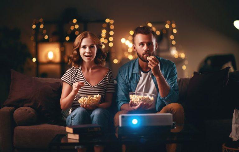 Co można polecić na filmy na wieczór we dwoje?