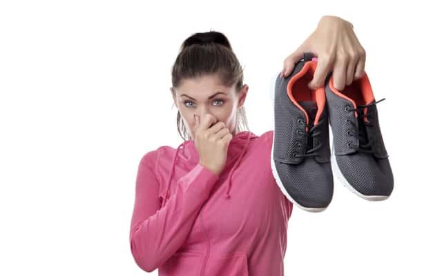 Śmierdzące buty – jak sobie z nimi poradzić?