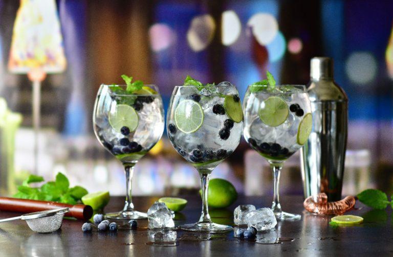 Gin z tonikiem przepis – jak go serwować?