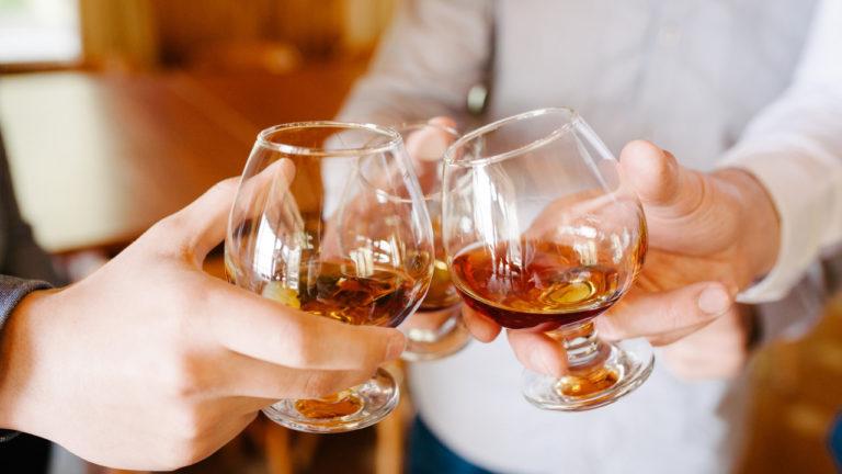 Jak oraz z czym pić brandy?