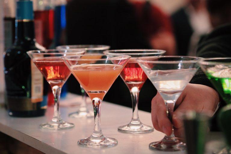 Z czym pić martini oraz jak je podawać?